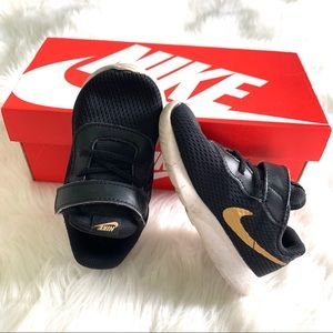 Nike's boys black/gold soft top sneakers size 7